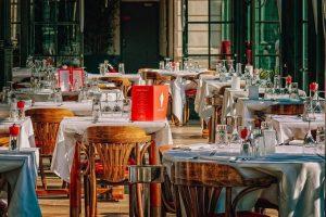 Une salle de restaurant vide